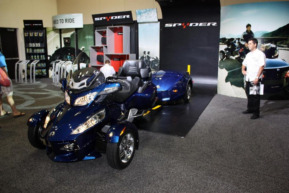 фото трайка BRP can-am Spyder RT