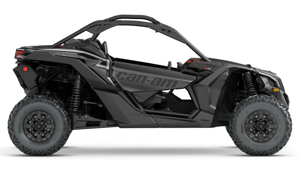 SSV Can-Am Maverick X3 черного цвета Triple Black